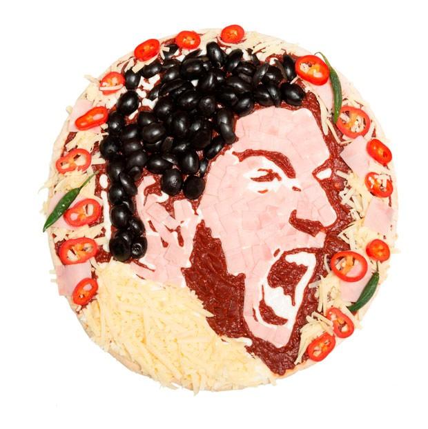 Suarez vira tema de pizza (Foto: Splash News)