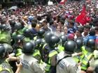 Manifestantes contrários a Nicolás Maduro saem às ruas de Caracas
