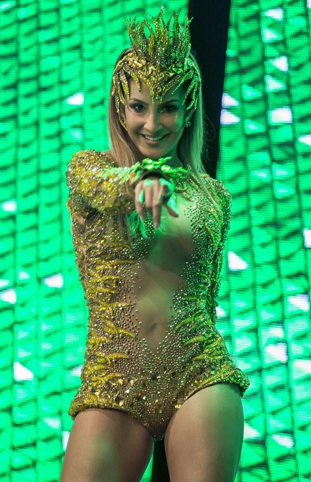 Claudia Leitte na gravação do clipe do samba-enredo da Mocidade (Foto: Paulo Belote/Globo)