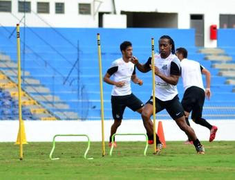 Arouca Santos treino em São José dos Campos (Foto: Danilo Sardinha/GloboEsporte.com)