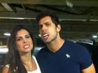 Eliéser e Kamilla brincam com bala em forma de dentes de vampiro
