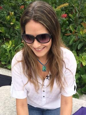 Alba Lopes, de 38 anos, parou de pintar os fios há 2 meses (Foto: Lívia Torres/G1)