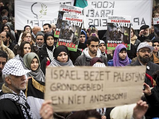 Manifestantes pró-Palestina protestam contra ataque de Israel a Gaza em Amsterdam (Foto: Erik Van´t Woud/AFP Photo/ANP)