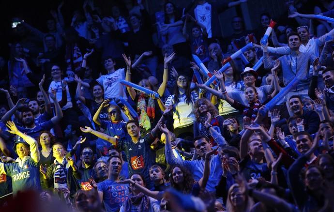 Torcida da França fez a festa em arena que recebeu quase 18 mil pessoas (Foto: AP)