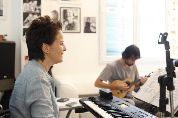 Leila Pinheiro em seu estúdio (Foto: Reprodução)