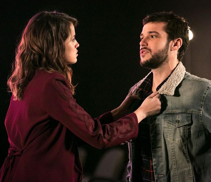 Camila fica atordoada ao descobrir a verdade sobre seu passado com Giovanni (Foto: Isabella Pinheiro/Gshow)