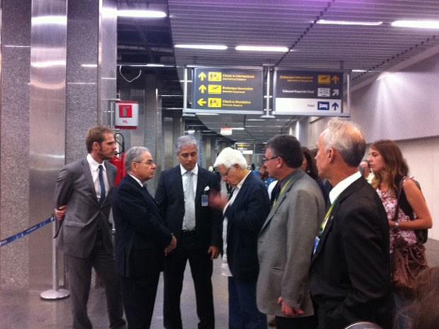 Ministro-chefe da Secretaria de Aviação Civil,  Wellington Moreira Franco, visitou o Aeroporto Tom Jobim nesta segunda-feira (8) (Foto: Alba Valéria Mendonça / G1)
