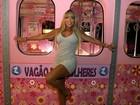 Amanda Pinheiro apresenta o novo vagão rosa do metrô do 'Zorra Total'