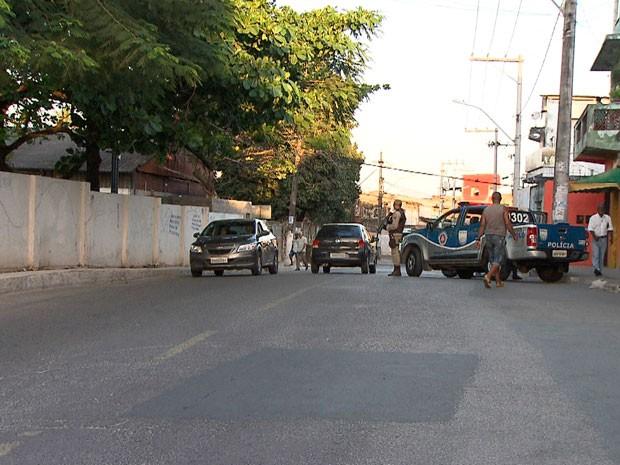 Policiamento foi reforçado no bairro após confronto com bandidos (Foto: Imagens / TV Bahia)