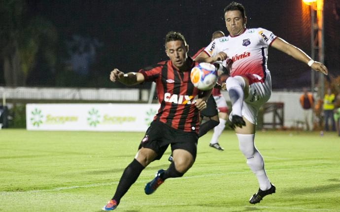 Bruno Furlan Atlético-PR x Toledo (Foto: Cleber Yamaguchi / Ag. Estado)