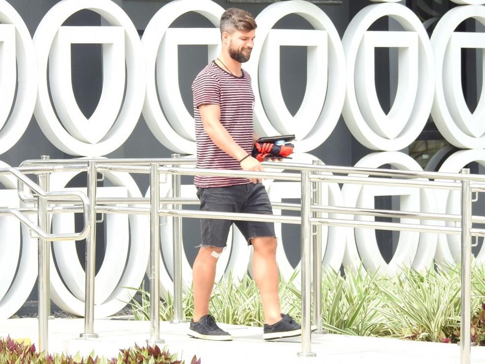 Diego deixa o Ninho do Urubu nesta segunda-feira (Foto: Fred Gomes)