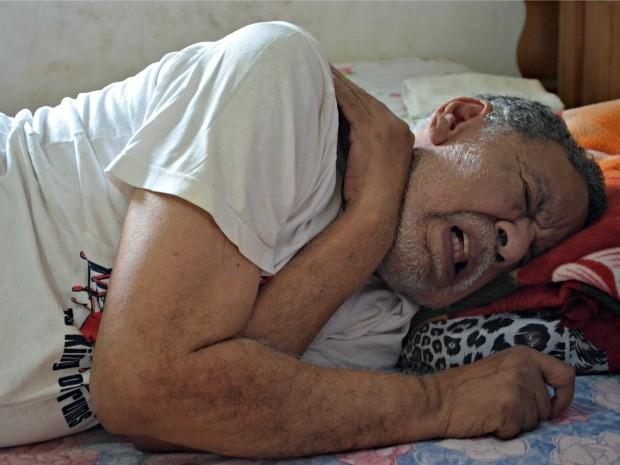 Com pouco mais de dois meses, Sebastião perdeu completamente os movimentos  (Foto: Tácita Muniz/G1)