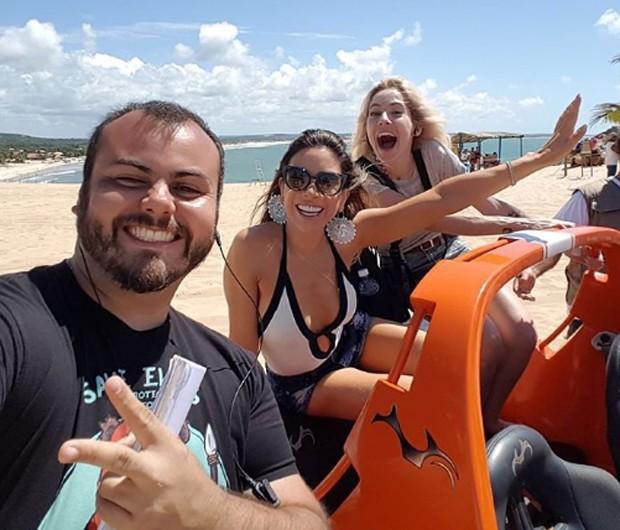 Patricia Abravanel passeia em buggy com amigos (Foto: Reprodução/Instagram)