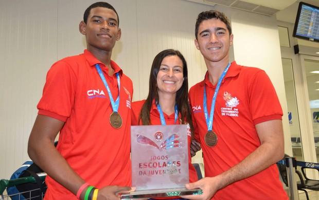 Os capixabas Diego Henrique Mendes e Matheus Araújo, de Linhares, foram convocados para a Seleção Escolar de vôlei (Foto: Divulgação/Sesport)