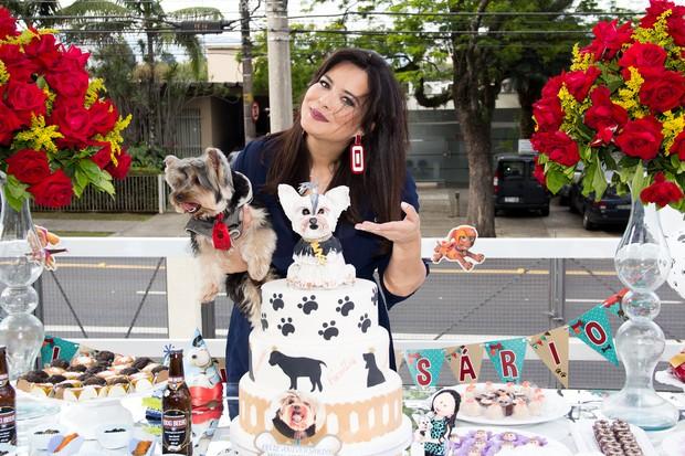 Geisy Arruda comemora aniversário de seu cachorrinho, Mike (Foto:  Adriano Giacon / AgNews)