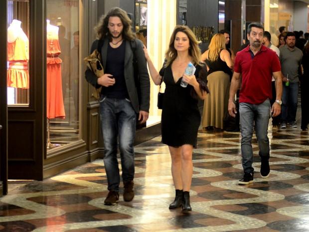 Letícia Spiller acompanhada em shopping na Zona Sul do Rio (Foto: Webert Belizio/ Ag. News)