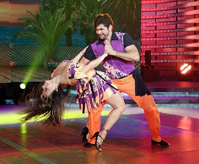 Viviane Araújo dança dos famosos lambada (Foto: Carol Carminha/Gshow)