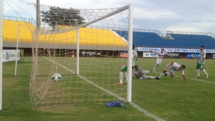 Jogo entre Palmas e Tocantinópolis aconteceu no estádio Nilton Santos (Foto: Vilma Nascimento/GloboEsporte.com)