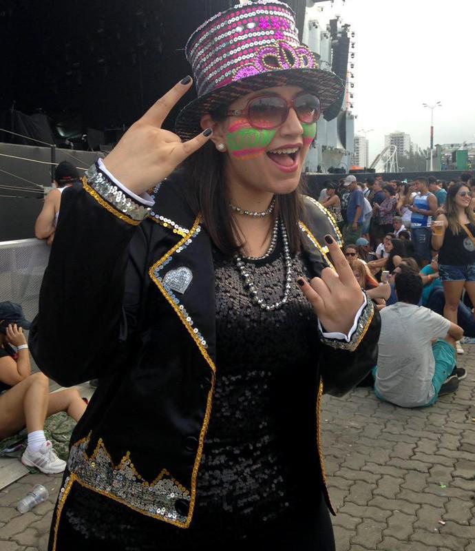 Pelo figurino já deu para perceber: a Marcela Aparício é fã do Elton John (Foto: Carolina Morgado / Gshow)