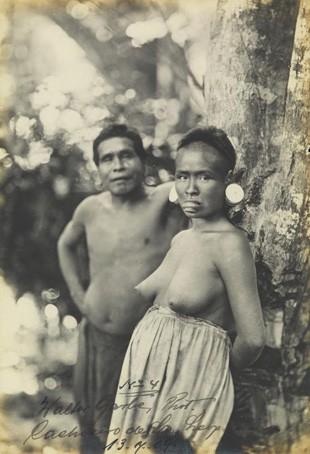 Imagem de um casal de índios botocudos do acervo do Portal Brasiliana Fotográfica (Foto: Reprodução)