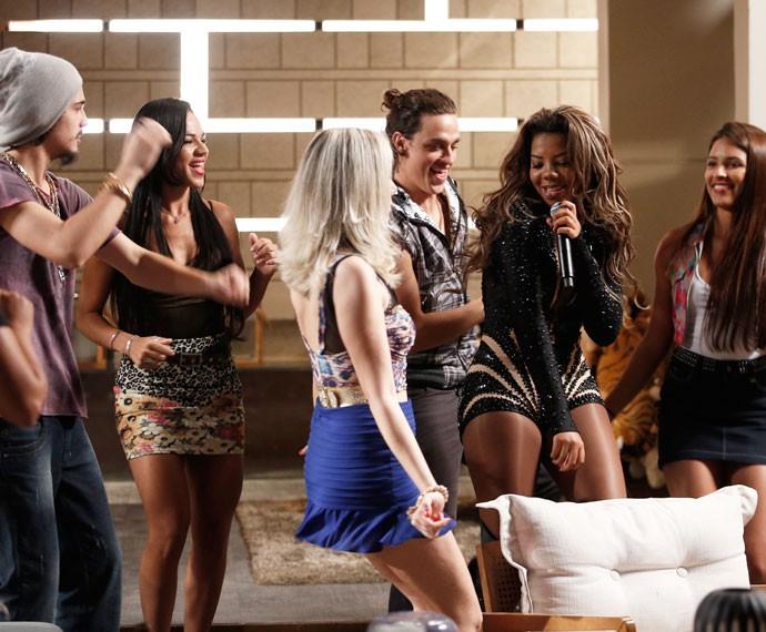 Cantora transforma a casa de Soraya em um baile funk (Foto: Raphael Dias/Gshow)