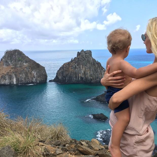 Candice Swanepoel e o filho, Anacã (Foto: reprodução/instagram)