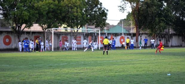 As disputas nas categorias sub-12 e sub-16 foram decididas nos pênaltis (Foto: Bruno Willemon/GLOBOESPORTE.COM)