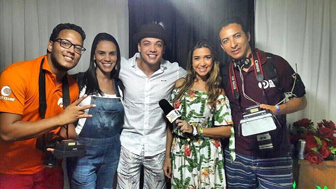 Equipe do Programão nos bastidores em entrevista com o cantor Wesley Safadão (Foto: Programão)