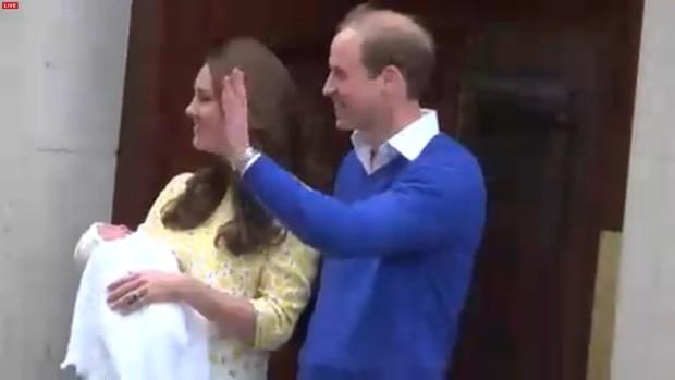 Kate Middleton e Willam deixam hospital com filha recém-nascida (Foto: Reprodução)