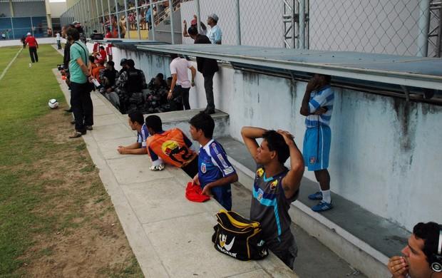 Três jogadores do Cruzeiro-PB compõe o banco de suplente contra o Auto Esporte (Foto: Richardson Gray / Globoesporte.com/pb)