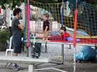 Eriberto Leão brinca com o filho em parquinho no Rio