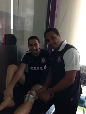 Chicão postou foto na primeira sessão de fisioterapia (Foto: Reprodução / Twitter)