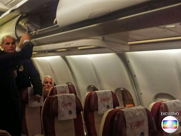 VALE COM LOGO DE EXCLUSIVO Pizzolato no voo de retorno da Itália ao Brasil; PF conduz Pizzolato em voo de Milão para SP (Foto: Adriana Zatini/Arquivo pessoal)