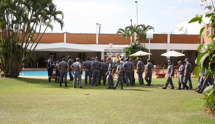 Treinamento Corpo de Bombeiro (Foto: Cleber Akamine)