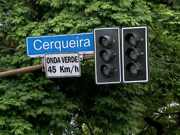 Semáforos ficaram desligados na Avenida Francisco Junqueira, no Centro de Ribeirão Preto, SP  (Foto: Reprodução/EPTV)