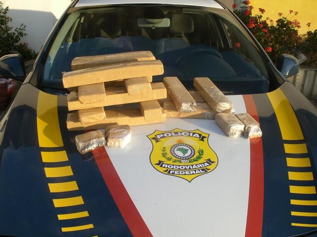 Polícia Federal apreende maconha em rodovia (Foto: Reprodução EPTV)