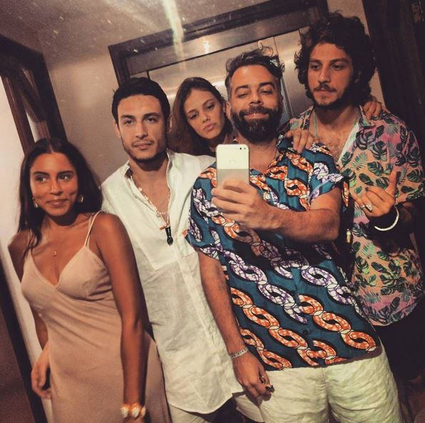 Marina Morena, Raphael Cesana, Pedro Tourinho, Laura Neiva e Chay Suede  (Foto: Reprodução)