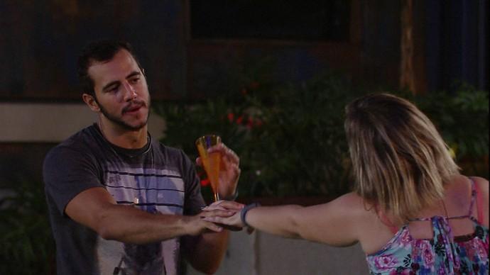 Matheus elogia Maria Claudia: 'Linda por dentro e por fora' (Foto: TV Globo)