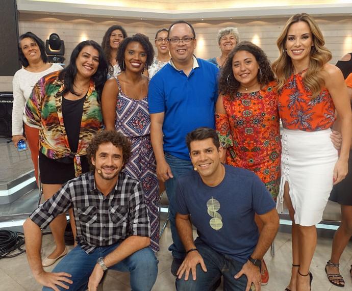 Mais plateia do programa com os apresentadores  (Foto: Juliana Hippert/Gshow)