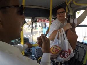 Passageiros com cartão da Athenas ainda não pagam tarifa na Suzantur em São Carlos (Foto: Rodrigo Facundes/ EPTV)