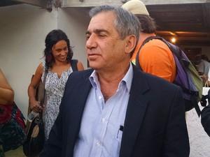O ministro da Secretaria-Geral da Presidência, Gilberto Carvalho, após palestra em Planaltina (DF) (Foto: Gabriel Luiz/G1)