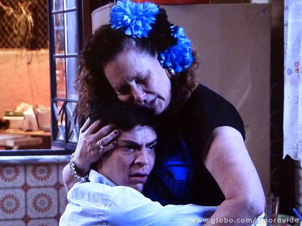 O momento é emocionante... (Foto: Amor à Vida / TV Globo)