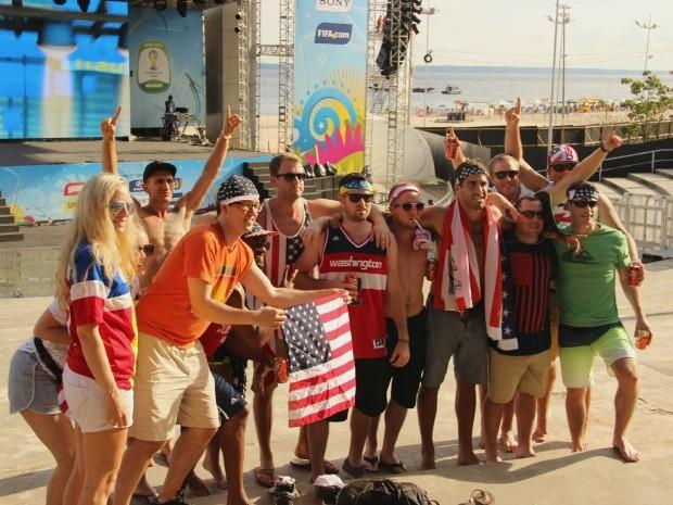 Americanos compareceram em peso na Fan Fest de Manaus, neste sábado (21) (Foto: Marcos Dantas/G1 AM)