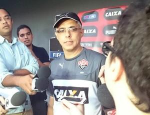 Éder Bastos; Vitória (Foto: Eric Luis Carvalho)