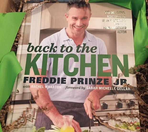 Capa do livro de culinária de Freddie Prinze Jr. (Foto: Reprodução/Instagram)