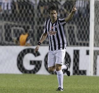 Lopez celebra gol do Libertad contra Catolica (Foto: AP Photo/Cesar Olmedo)