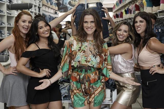 Nayara Ratacasso, Thaynara OG, Ingrid Guimarães, Taciele Alcolea e Foquinha (Foto: Jonas Vaz/Teresa filmes)