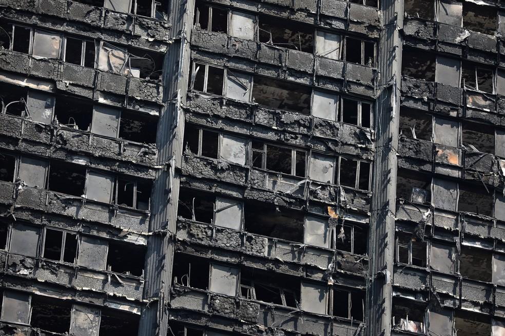 Exterior da Grenfell Tower após incêndio em Londres (Foto: REUTERS/Marko Djurica)