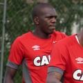 Zagueiro Jacy Atlético-PR (Foto: Fernando Freire)