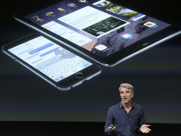 Craig Federighi, vice-presidente de Software e Engenharia da Apple, durante a conferência da Apple. (Foto: Justin Sullivan/France Presse)